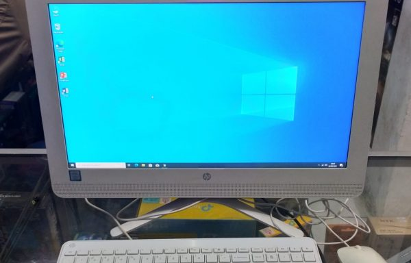 PC All-in-One HP TPC-Q028-20 Intel Core i3-7100U 4GB/500GB